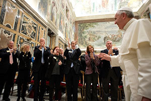 Pope Franåcis greets the Notre Dame delegation at the Vatican. Photo courtesy of Vatican Photo Office.