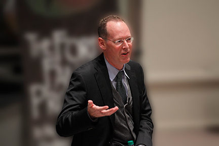 Paul Farmer speaks at a Kellogg Institute event