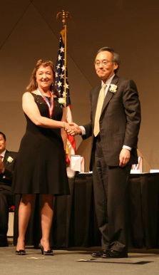Joan Brennecke receives Lawrence Award from Energy Secretary Steven Chu