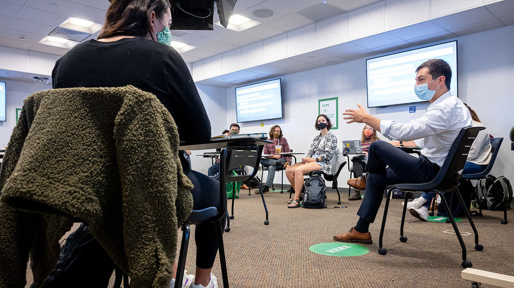 Pete Buttigieg teaches an undergraduate seminar, fall 2020. (Photo by Matt Cashore/University of Notre Dame)