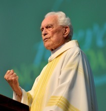 Father Hesburgh delivers homily at 2011 Reunion Mass