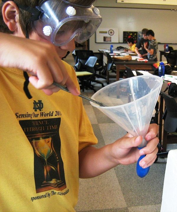 "Middle school students learn science through Notre Dame's ""Sensing Our World"" program"