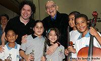 José Antonio Abreu, center, with children from El Sistema